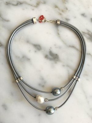 Leather Planets Choker With 3 Pearls
